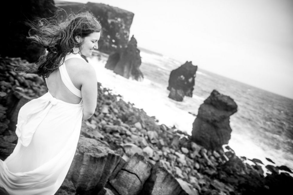 "Victoria was and is not just a beautiful model, even a ""bride-in-the-moment"" in front of our camera and the breathtaking scenery of Iceland - Victoria is also a wedding photographer who took the road from Austria to the volcanic island all alone Take a ""After Wedding Fotoshootin-Rundreise"" to spectacular locations in Iceland with a newly married bride and groom. But she herself did not want to miss it - instead of just standing behind the camera and was rewarded for her work (with a breezy white dress in the adverse weather conditions of the Icelandic summer) with professional shots. On the Reykjanes peninsula we stage a ""bridal inspiration photoshooting"" with her."