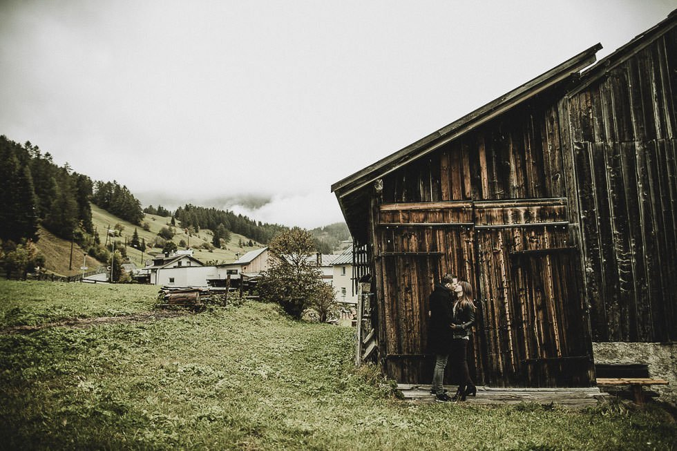 Engagementphotoshoot in austrian Mountain-Village - projectphoto.ch