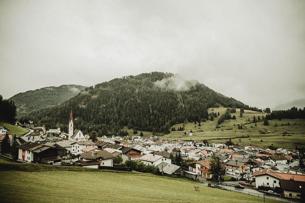 Engagementphotoshoot in austrian Mountain-Village - projectphoto.ch