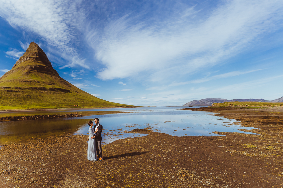 Coupleshoot at Kirkjufell Iceland - projectphoto.ch