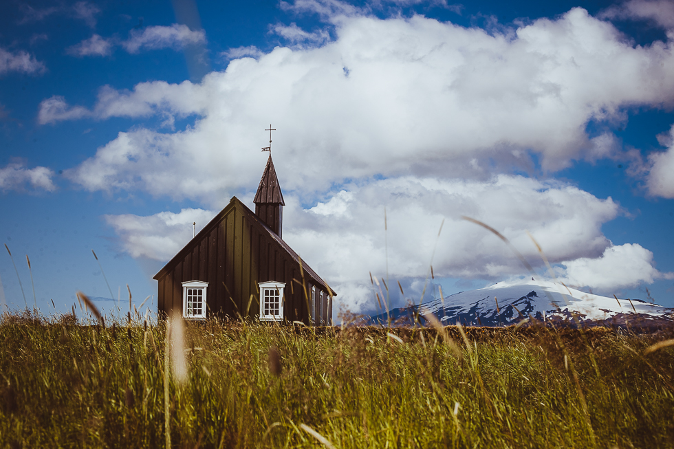 Elopement at Budir Black Church & Arnarstapi Iceland - projectphoto.ch